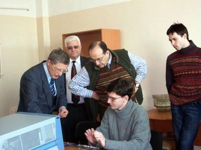 Посещение лаборатории академиком М.И. Эповым и представителем Бэйкер Хьюз Л. Табаровским