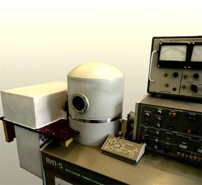 Двухканальная индукционная вакуумная печь-приставка для установки вакуумного напыления