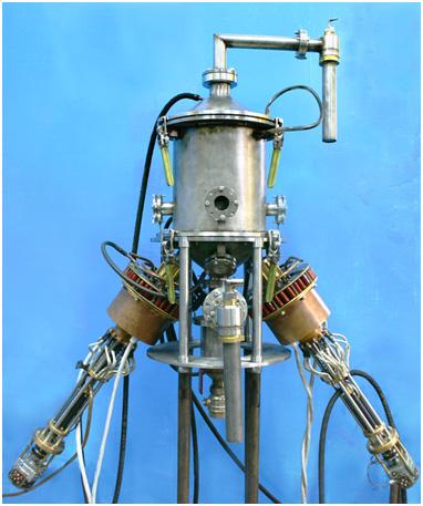 Установка для синтеза фуллеренов, металлоуглеродных кластеров и углеродных нанотрубок в потоке углеродно-гелиевой плазмы при атмосферном давлении